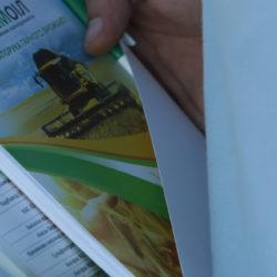 на фото листівки компанії Агрохімоіл по продажу мінеральних добрив в Україні